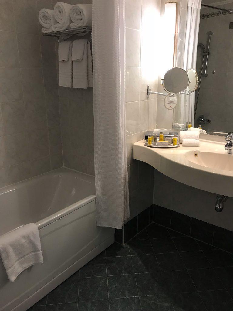 モスクワマリオットホテルのバス、洗面所